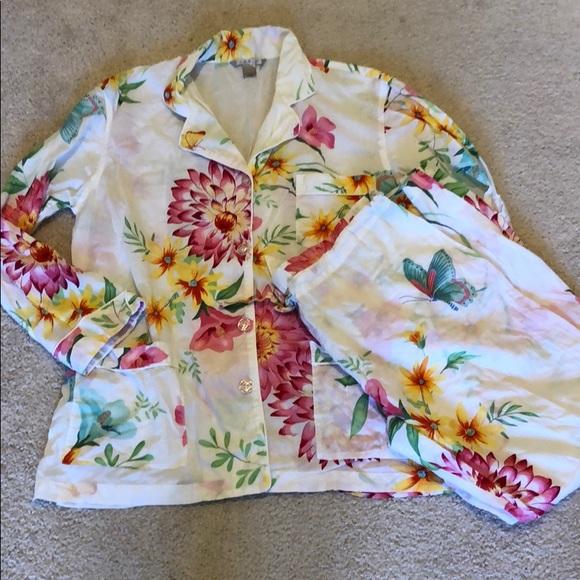 403f979e33 Victoria s Secret floral butterfly print pajamas. M 5c4746fcaa5719b5aea96d6b